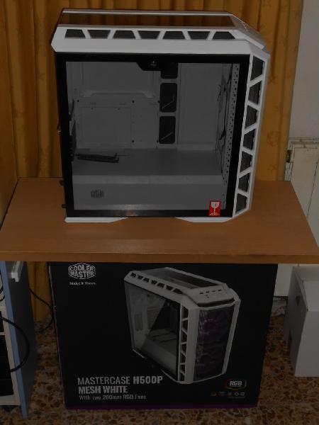 Caja de pc. cooler master hp 500 mesh blanca.