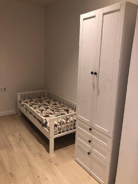 Cama infantil y armario ropero