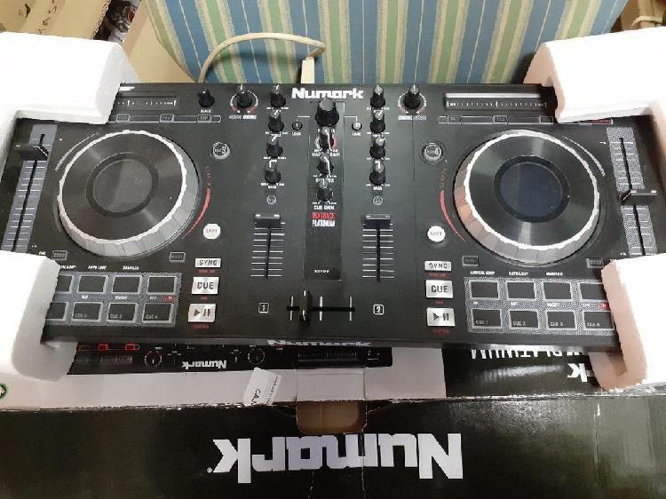 Controladora de dj numark mixtrack platinum