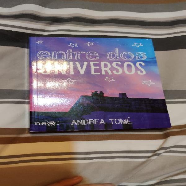 Firmado: entre dos universos