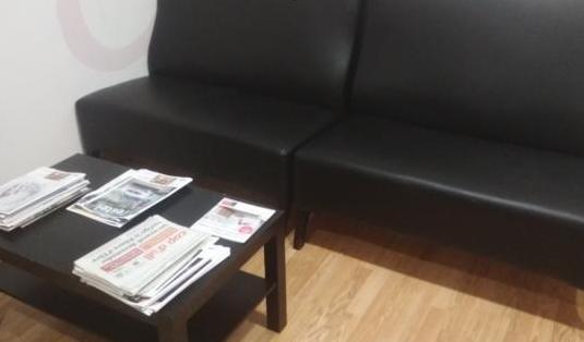 Mobiliario sala de espera de una consulta