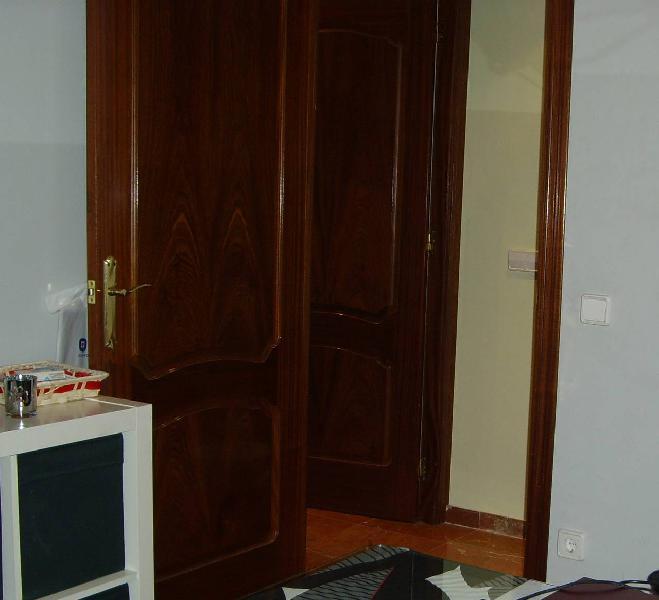 Puertas de paso macizas en madera con marco,tapajuntas y