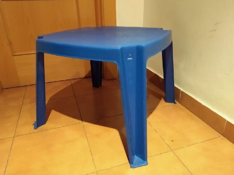 Mesa de juegos infantil azul