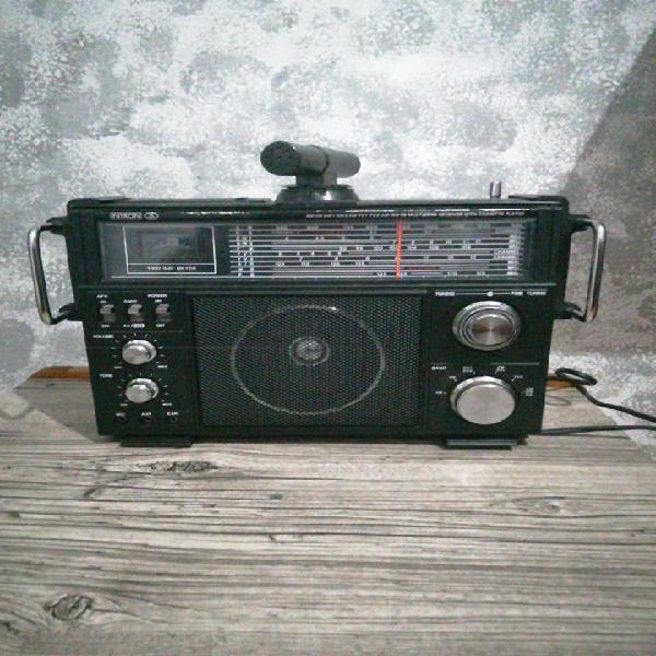 Radio portátil antigua