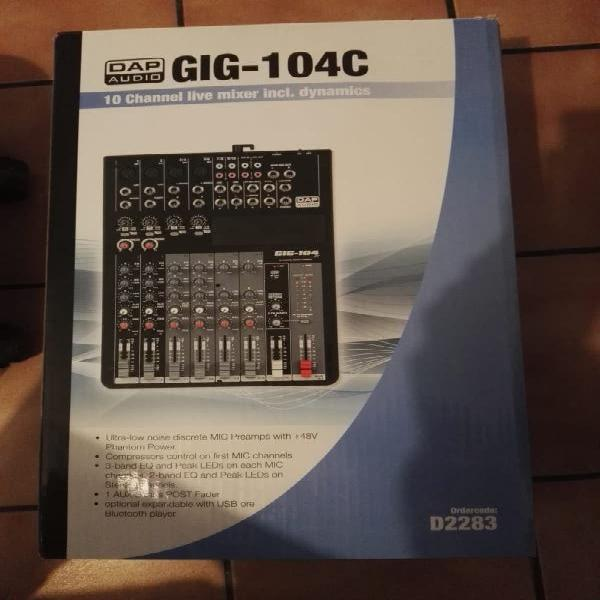 Mixer y cables de sonido