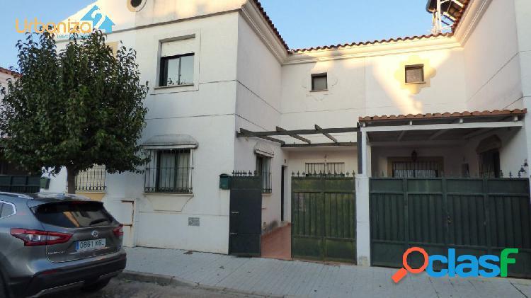 Precioso adosado de 4 dormitorios para entrar a vivir en olivenza