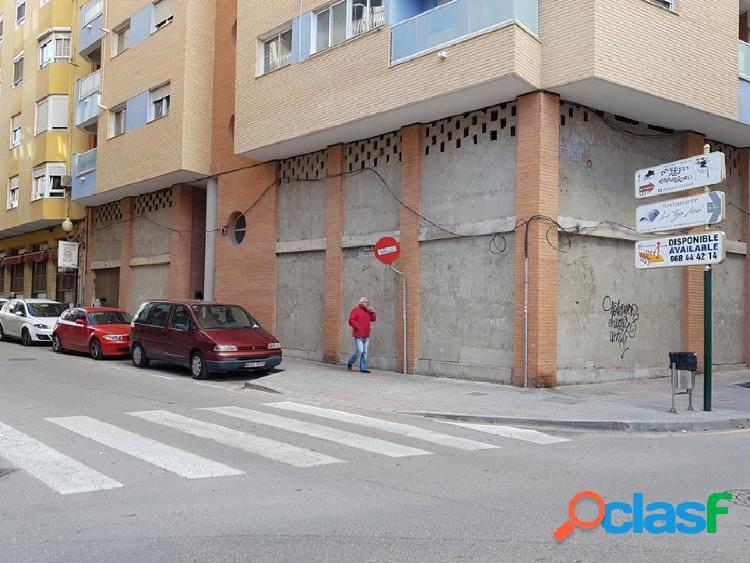 Local comercial de 363 m2 en tres plantas