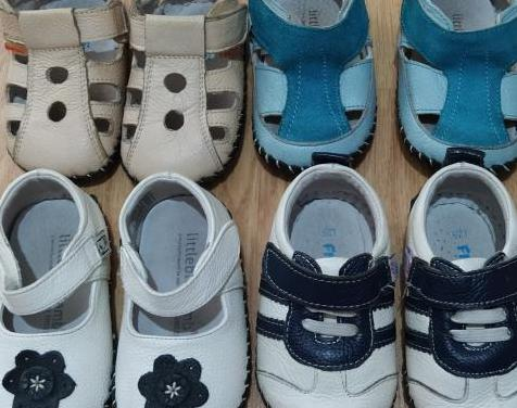 14 pares de zapatos de niñ