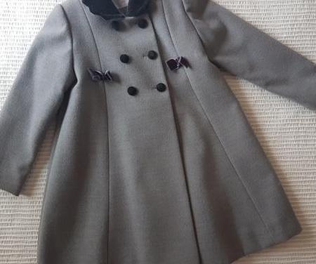 Abrigo talla 6 años marca carolín