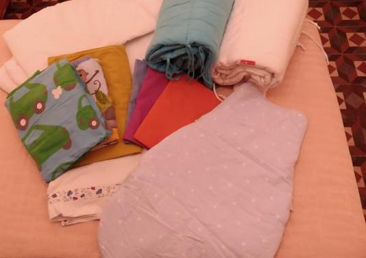 Cuna con colchón, protectores y ropa