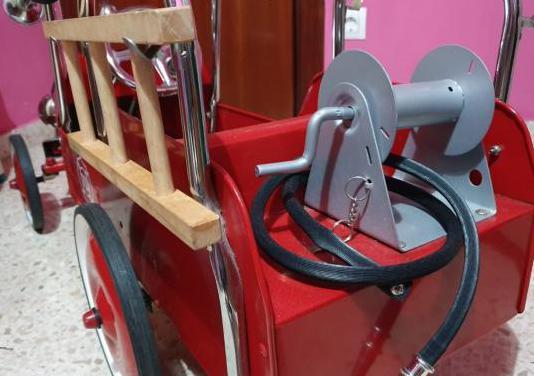 Coche pedales bombero