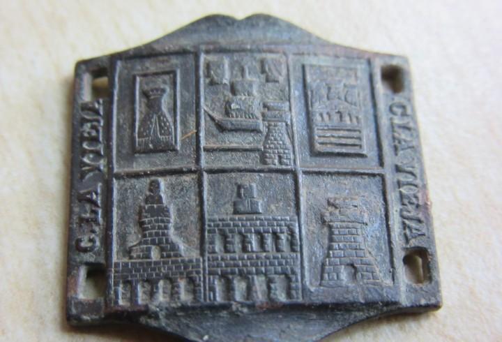 Curioso eslabón antiguo de pulsera de castilla la vieja con