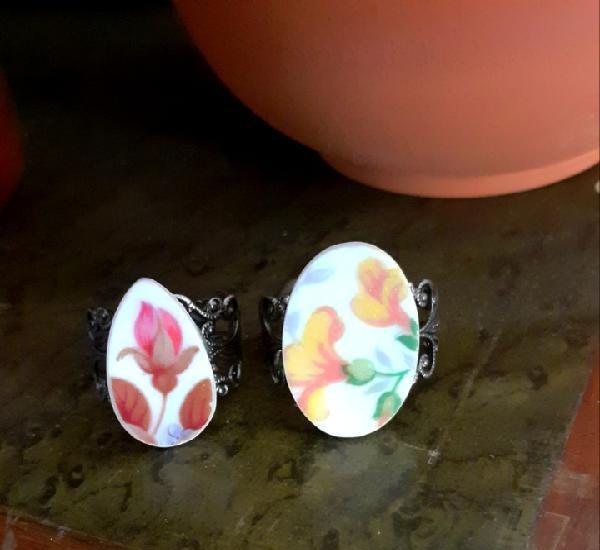 Dos anillos de porcelana vintage flores amarillas y rosa con