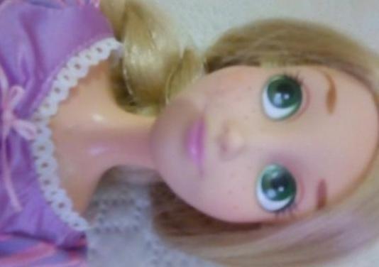 Muñeca grande rapunzel cantarina