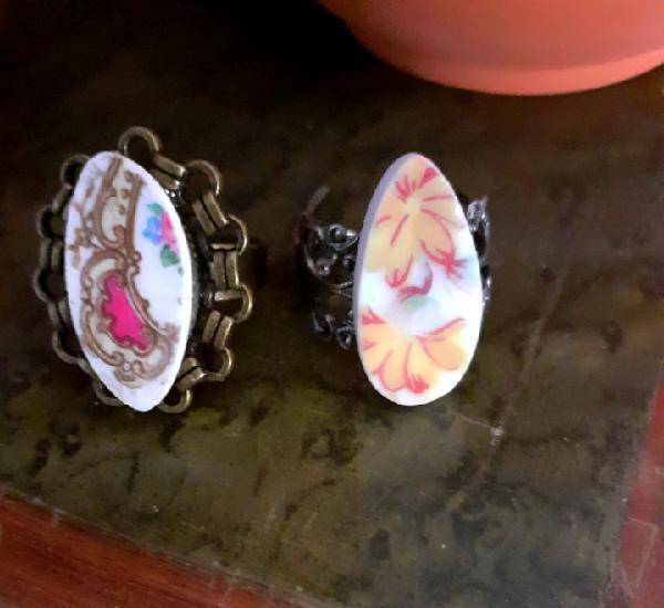 Pareja de anillos vintage de porcelana floral y bases