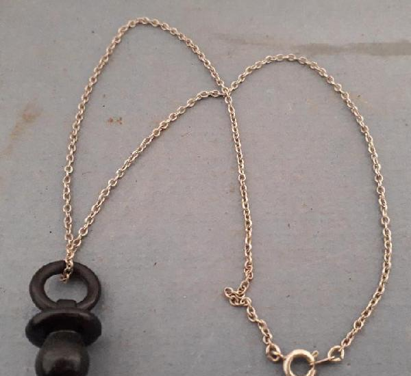 chupete de plastico 2,5cm aprox con cadena 40cm aprox