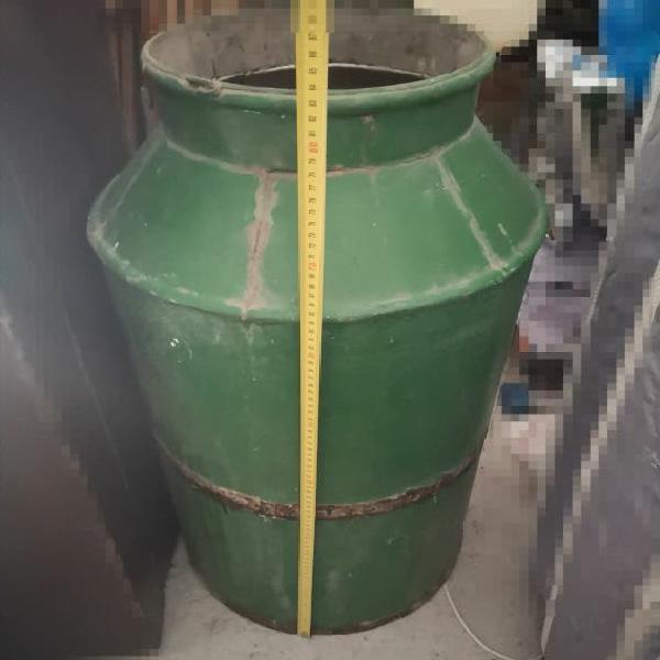 Nfora de latón para el aceite, estilo industrial