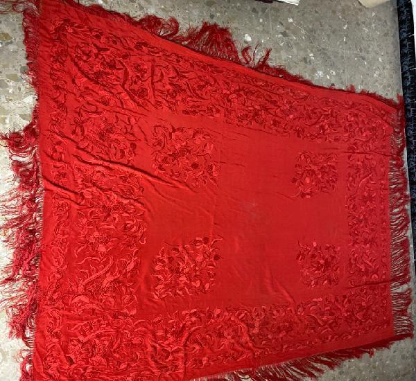 Manton de manila bordado por las dos caras. finales s.xix.