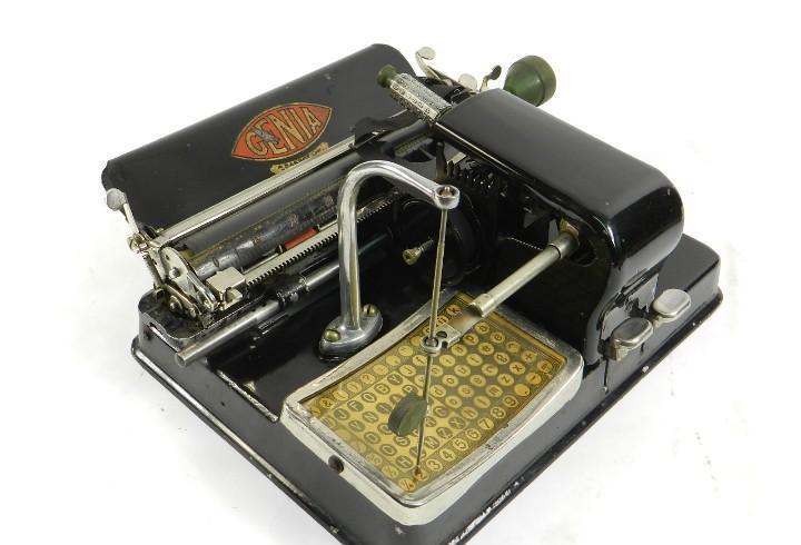 Maquina de escribir genia año 1913 + cofre typewriter