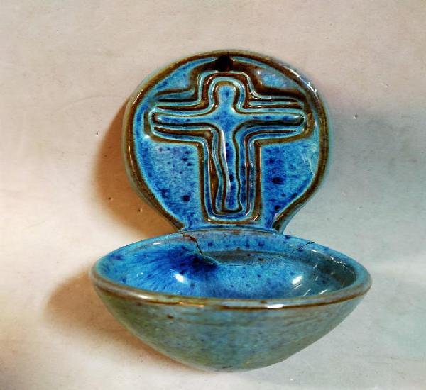 Pila benditera en ceramica, con cruz, color azul
