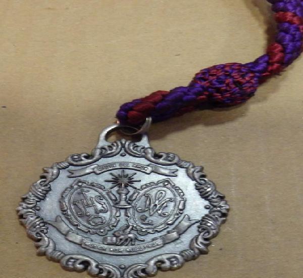 Semana santa sevilla, medalla con cordon de la hermandad de