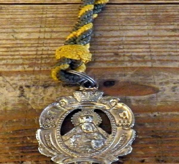 Semana santa sevilla, medalla con cordon hermandad de la