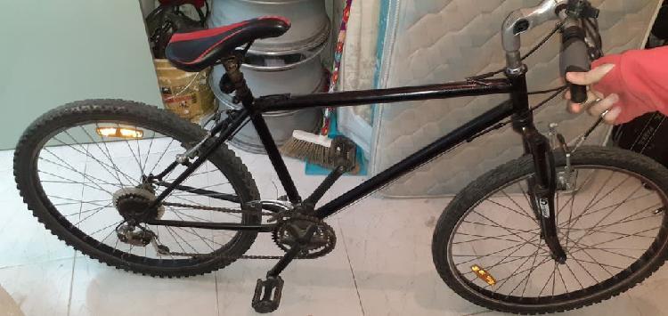 Bicicleta con suspensión delantera