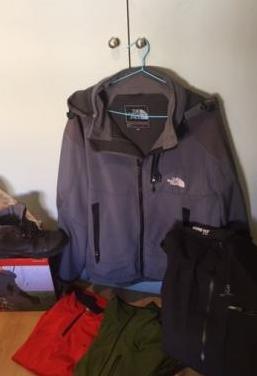 Botas y ropa de montaña
