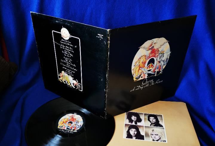 Queen - a day at the races - lp emi 1976 - inserto con fotos