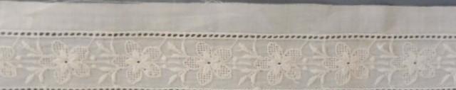 Antiguo entredos de batista bordada 3,80m. ppio. s. xx
