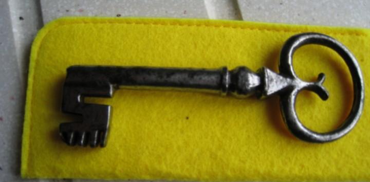 Antiquisima llave gotica de cañon siglo xvii longitud 12