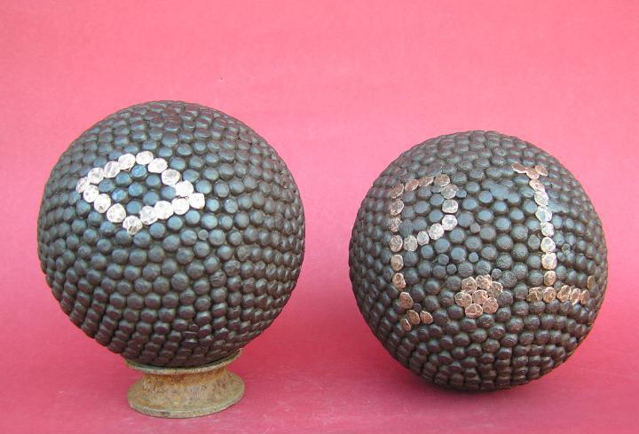 Bolas canarias (juego parecido a la petanca). lote de dos.