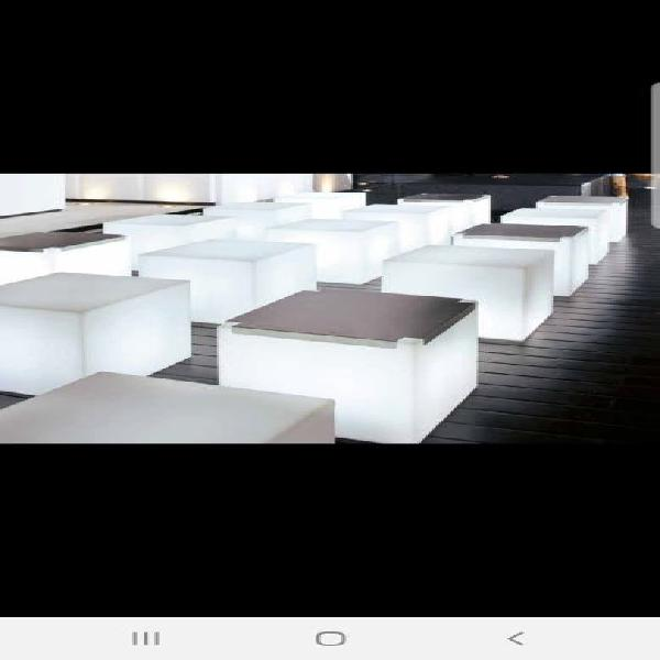 Cubo retroiluminado slide design