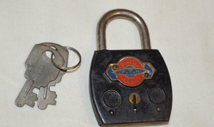 Fth / f t h - antiguo candado y sus 2 llaves - funciona