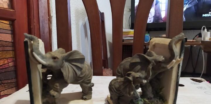 Juego de dos figuras de elefantes de pisapapeles un elefante