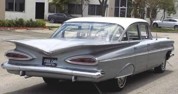 Se busca mecanico coches clasicos