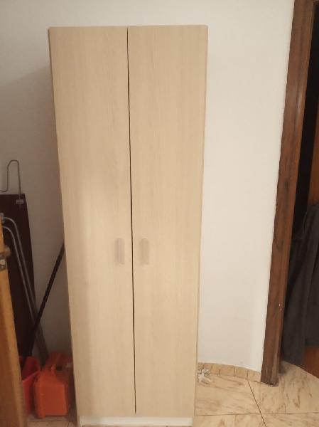 Armario de color madera
