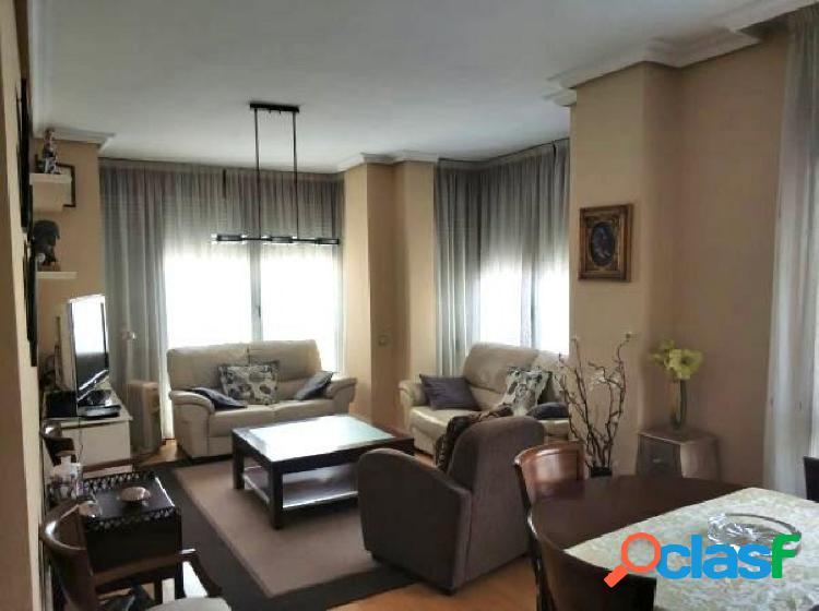 Alquiler de piso con 3 habitaciones en calle telemaco