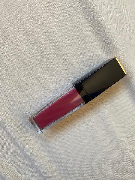 Labial líquido mate estée lauder rosa oscuro