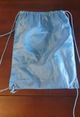 Mochila bolsa plastico azul viaje