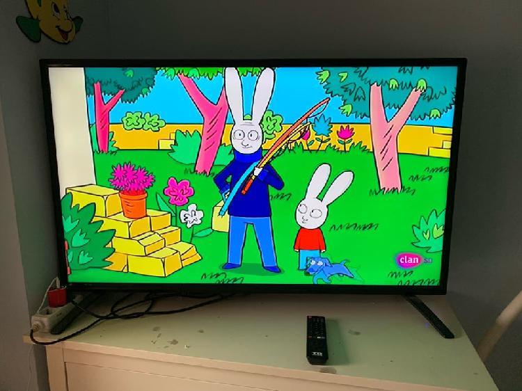 "Tv led 48"" td systems funcionando perfectamente"