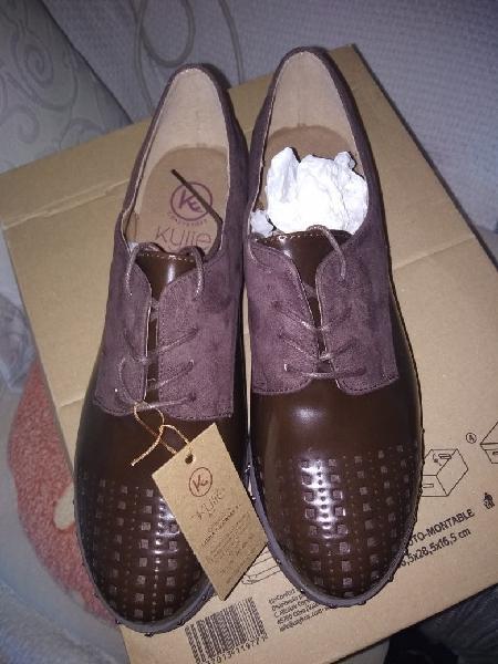 Zapatos nuevos muy bonitos sin estrenar.