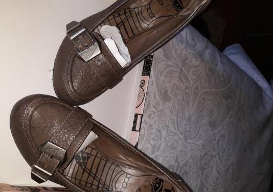 Zapatos de cuero, con tacón talla 36