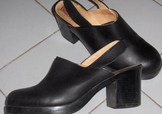 Zapatos - zuecos negros piel