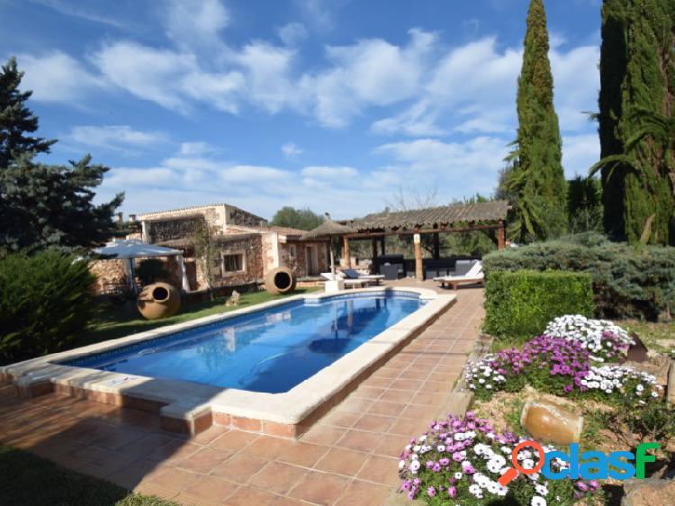 Hermosa finca de piedra natural con mucho espacio al aire libre, piscina y licencia de alquiler cerca de sencelles