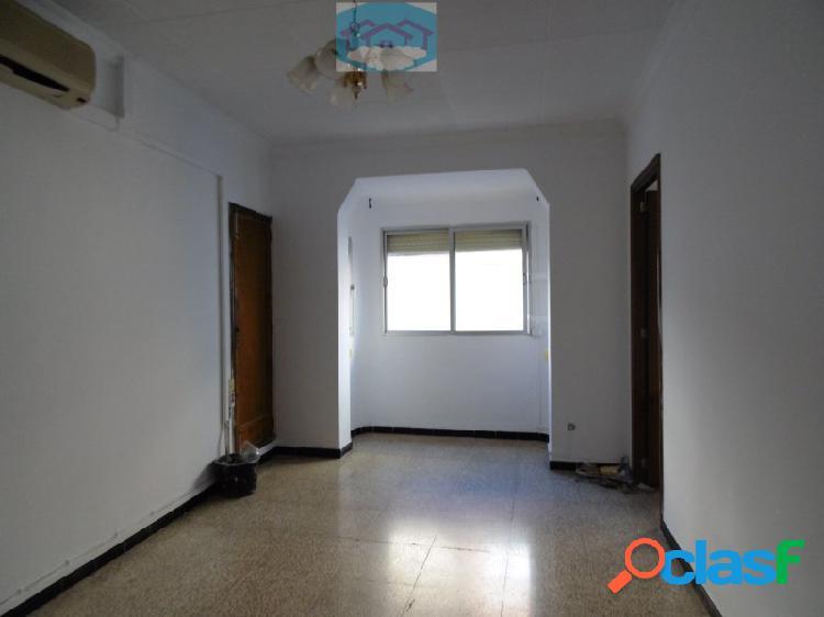 Primer piso atico con terraza en venta con tres habitaciones, palma de mallorca, dream house mallorca inmobiliaria