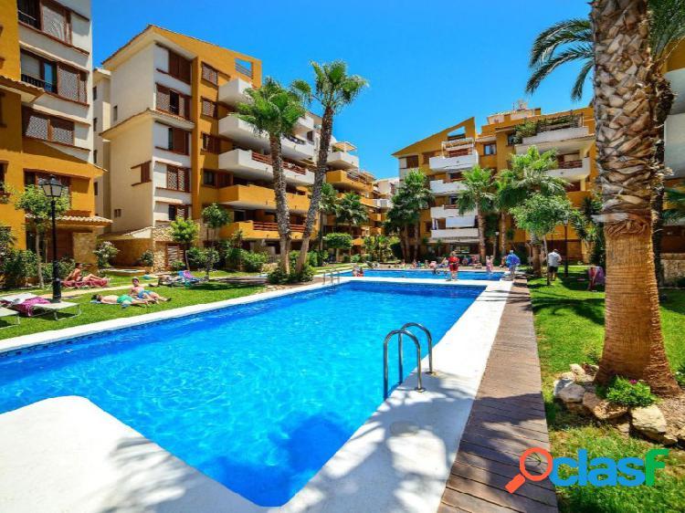 Bonito apartamento con vistas a la piscina, cerca de la playa
