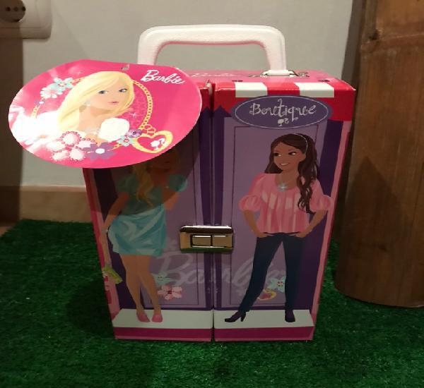 Armario maletín barbie con etiqueta + vestidos
