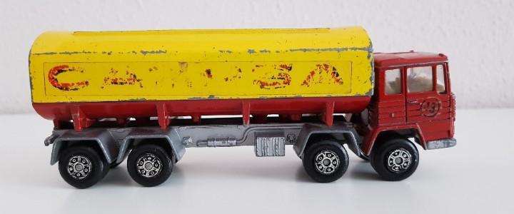 Camion pegaso, cisterna campsa, fabricado por mira, escala