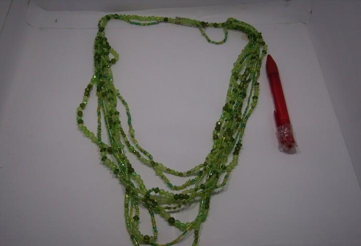 Collar abalorios verde, años 80, largo 45 cm, nuevo sin
